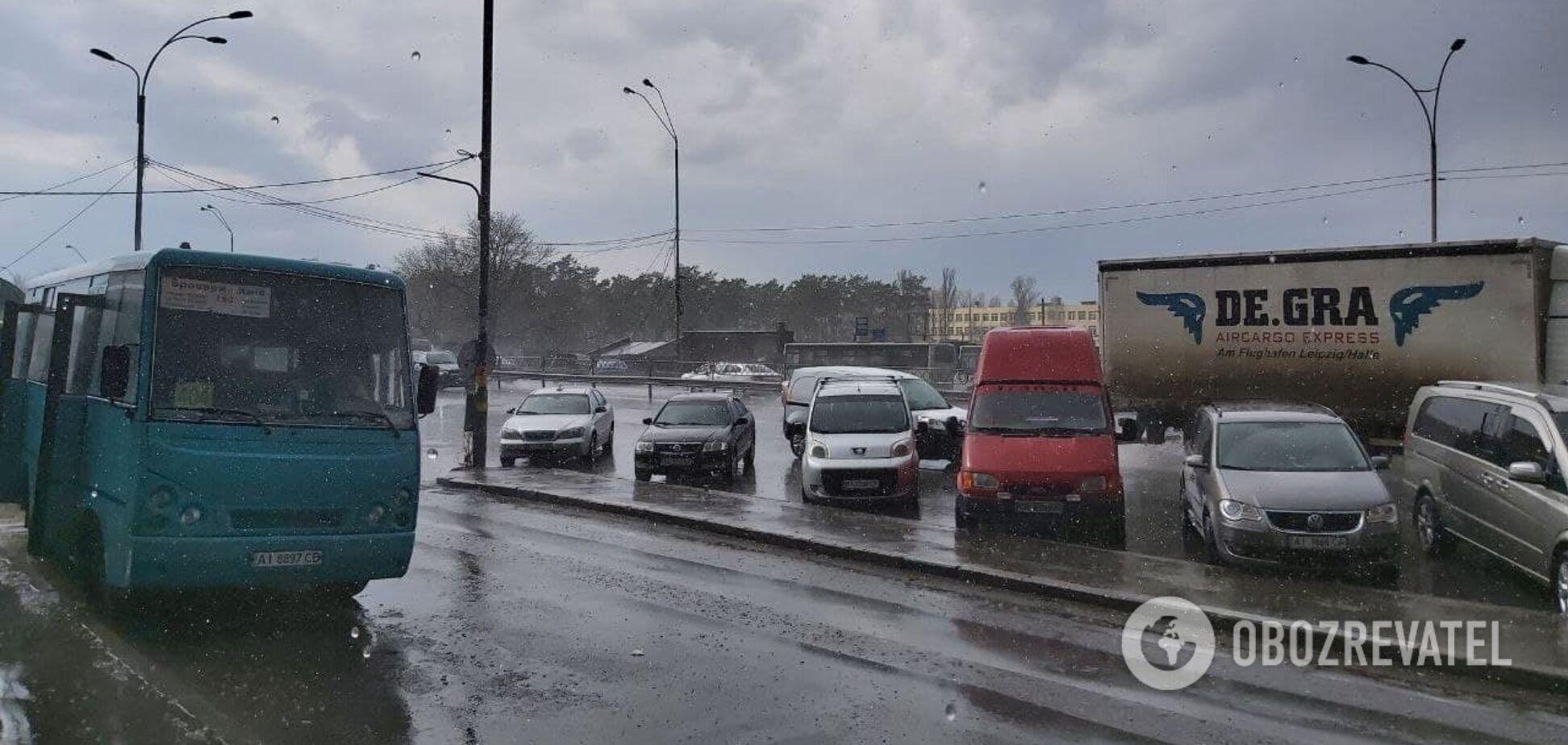 Київ накрили сильні зливи з грозами. Фото, відео