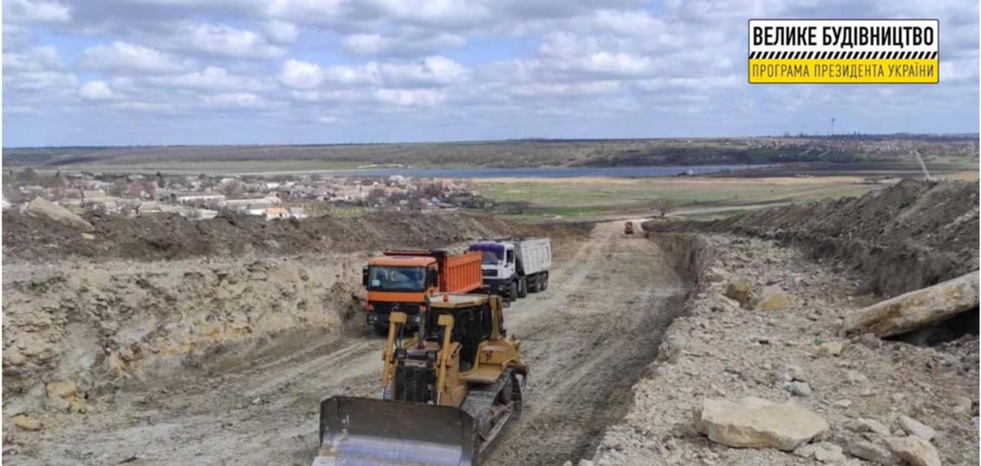 За програмою Зеленського 'Велике будівництво' на Миколаївщині будують новий міст замість старої переправи