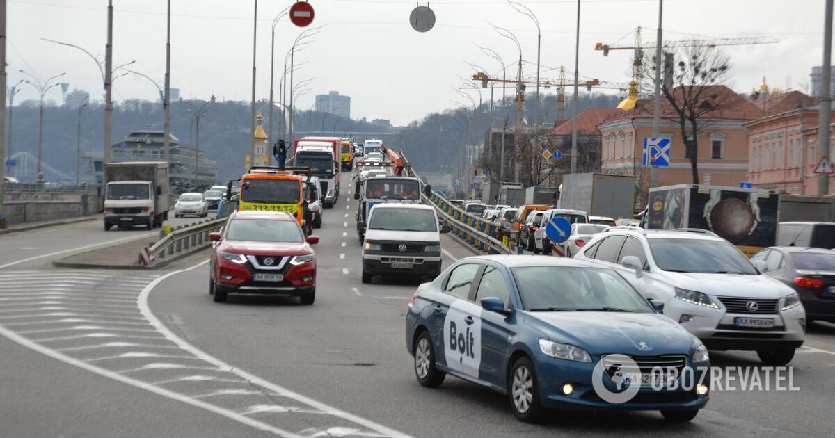 В Киеве пробки парализовали движение на дорогах города. Карта