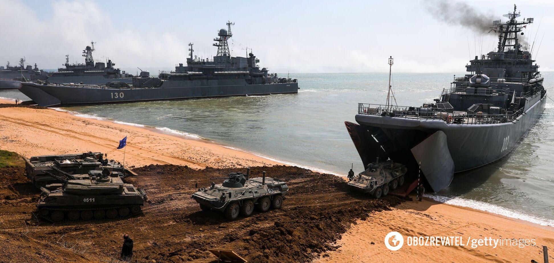 РФ начала возвращать военных с аннексированного Крыма