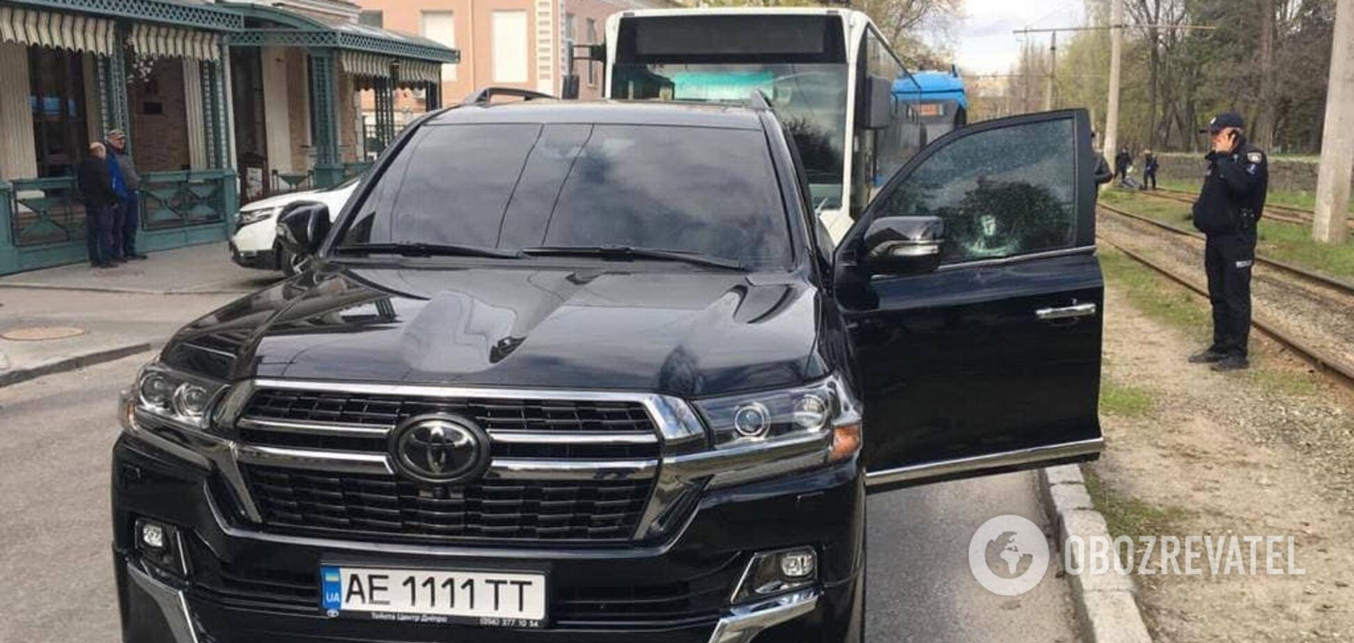 У Дніпрі кілер розстріляв людину посеред вулиці: відео моменту нападу