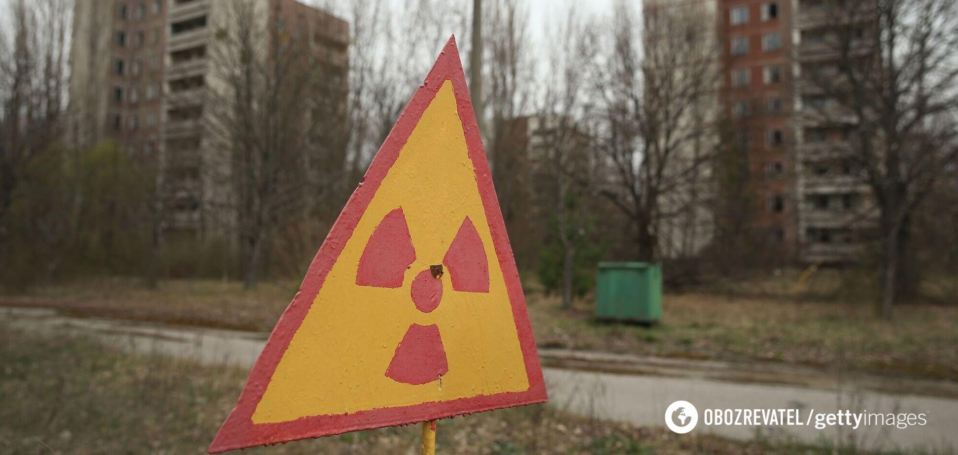 Знак, що попереджає про радіаційне забруднення. Прип'ять, 9 квітня 2016 року