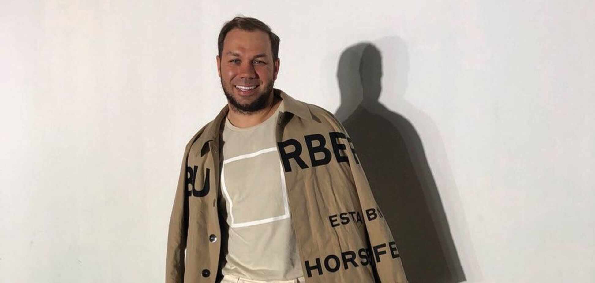 Андре Тан показал модный льяной костюм