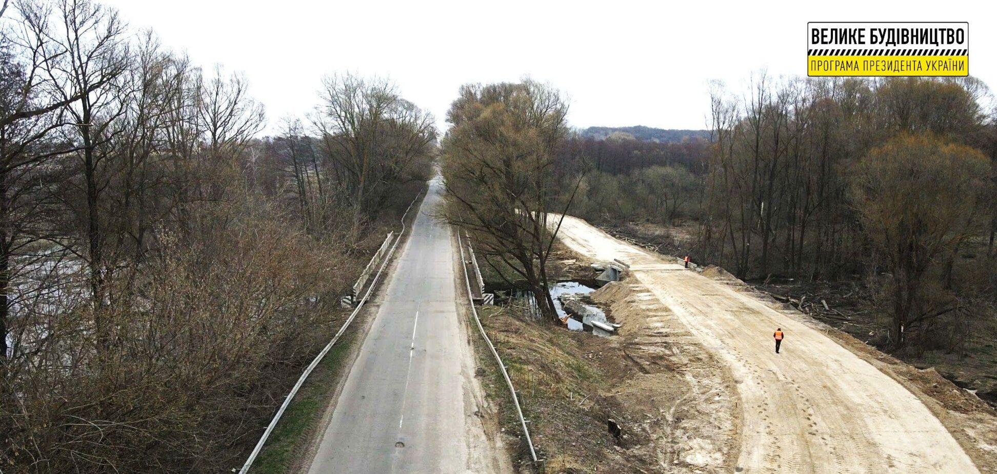 'Велике будівництво': на Чернігівщині облаштовують тимчасову об'їзну через річку Лисогір
