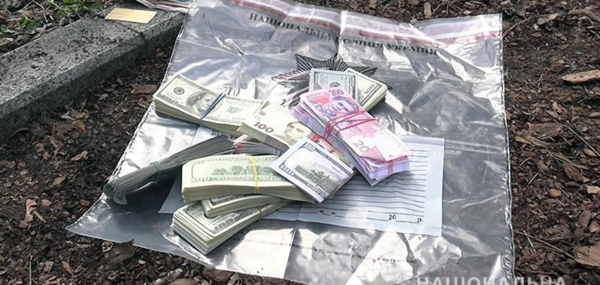 Видурили в людей десятки тисяч доларів: у Києві затримали банду шахраїв