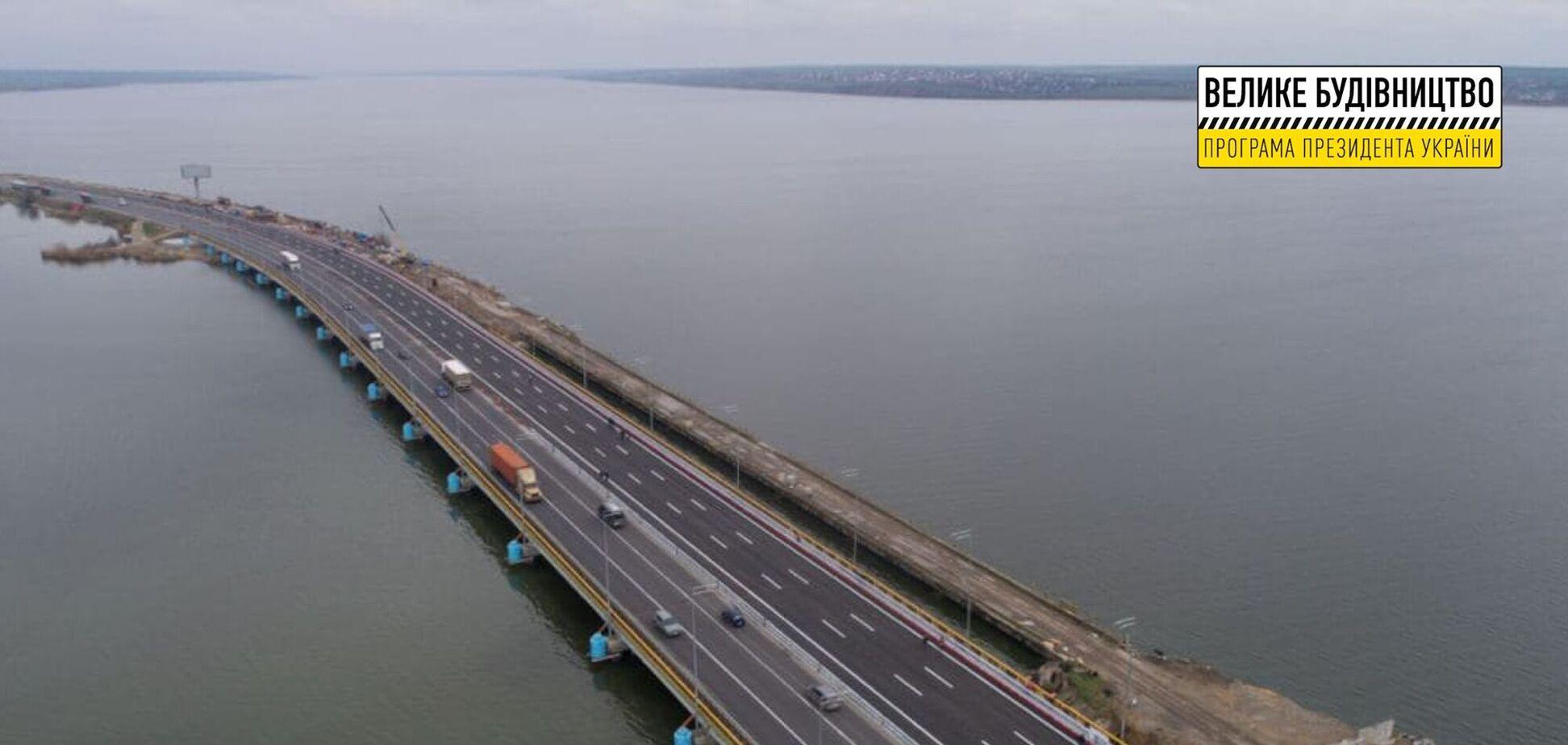Легендарні затори закінчаться: біля Одеси за програмою Зеленського завершилося будівництво Хаджибейського мосту