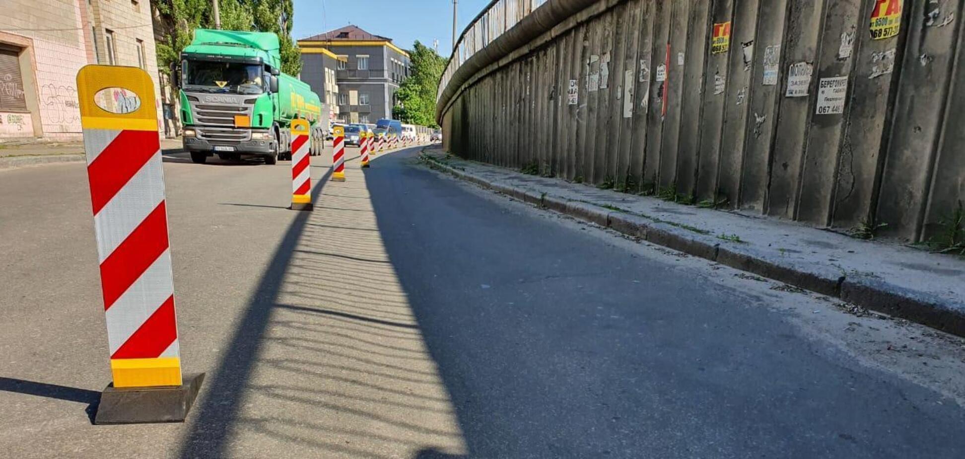 Коммунальщики приступили к ремонту дороги