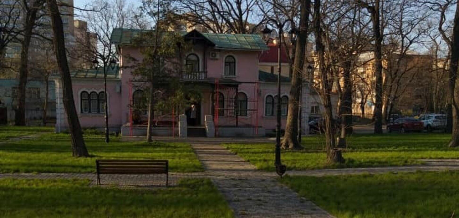 У Києві можуть знищити унікальну дачу царських часів