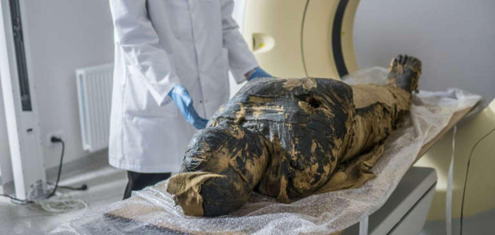 У Польщі виявили першу в світі 'вагітну' мумію. Фото унікальної знахідки