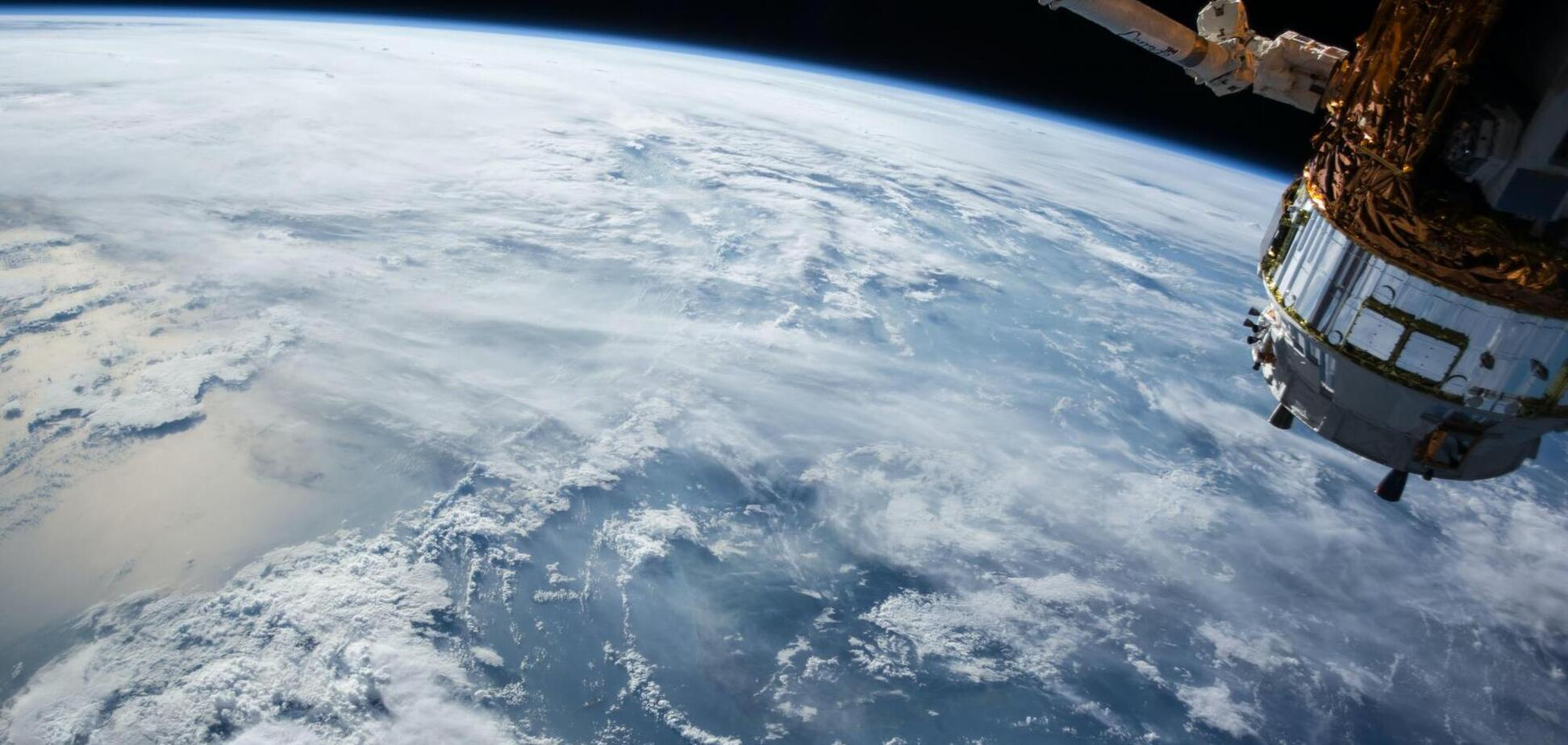 Російський військовий супутник згорів над Тихим океаном