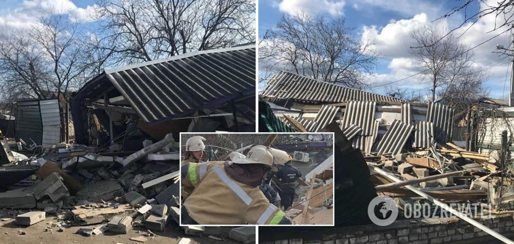 У Києві вибух зруйнував двоповерховий будинок: рятувальники шукали людей під завалами. Фото та відео
