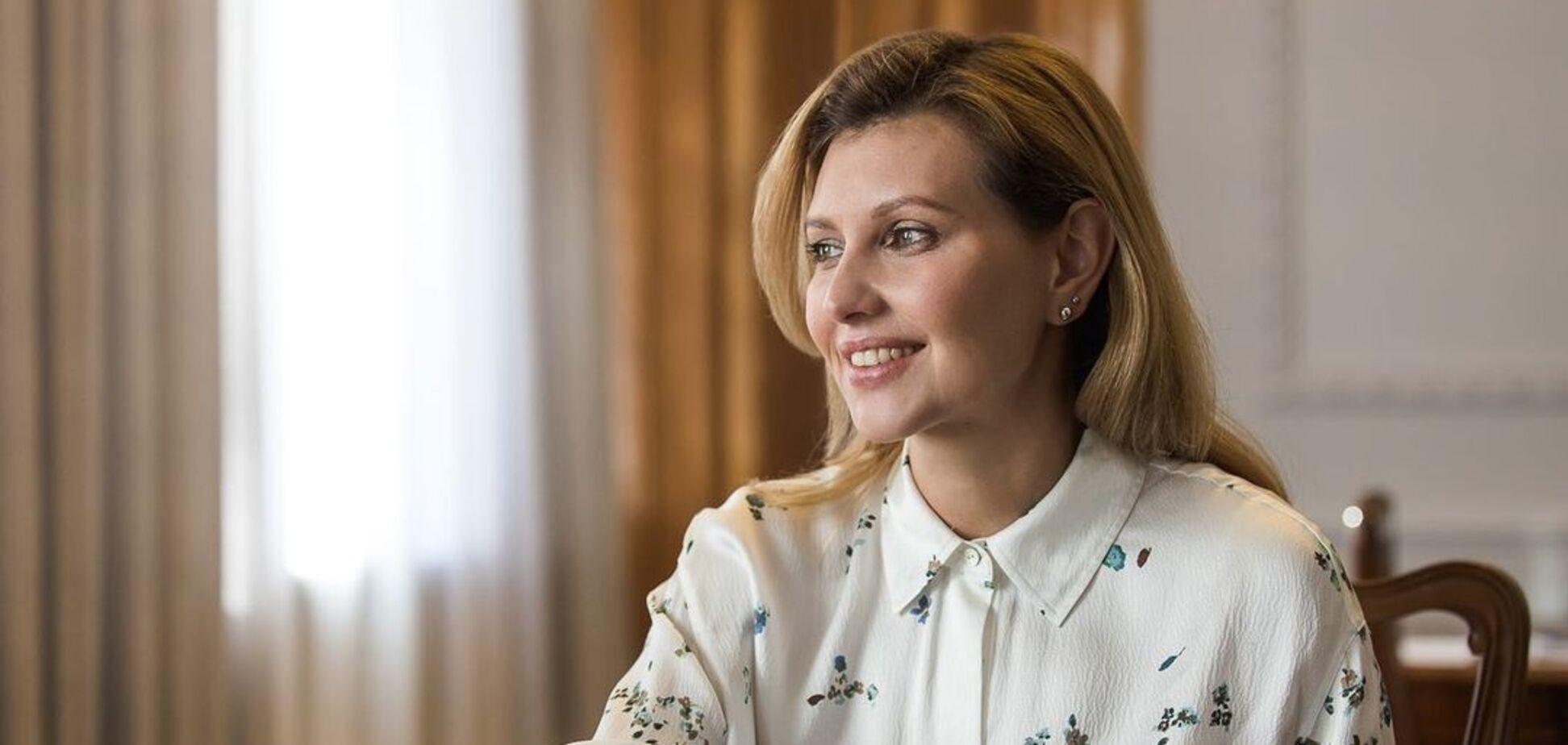Зеленська повторила стильний червоний образ в ефірі ТБ