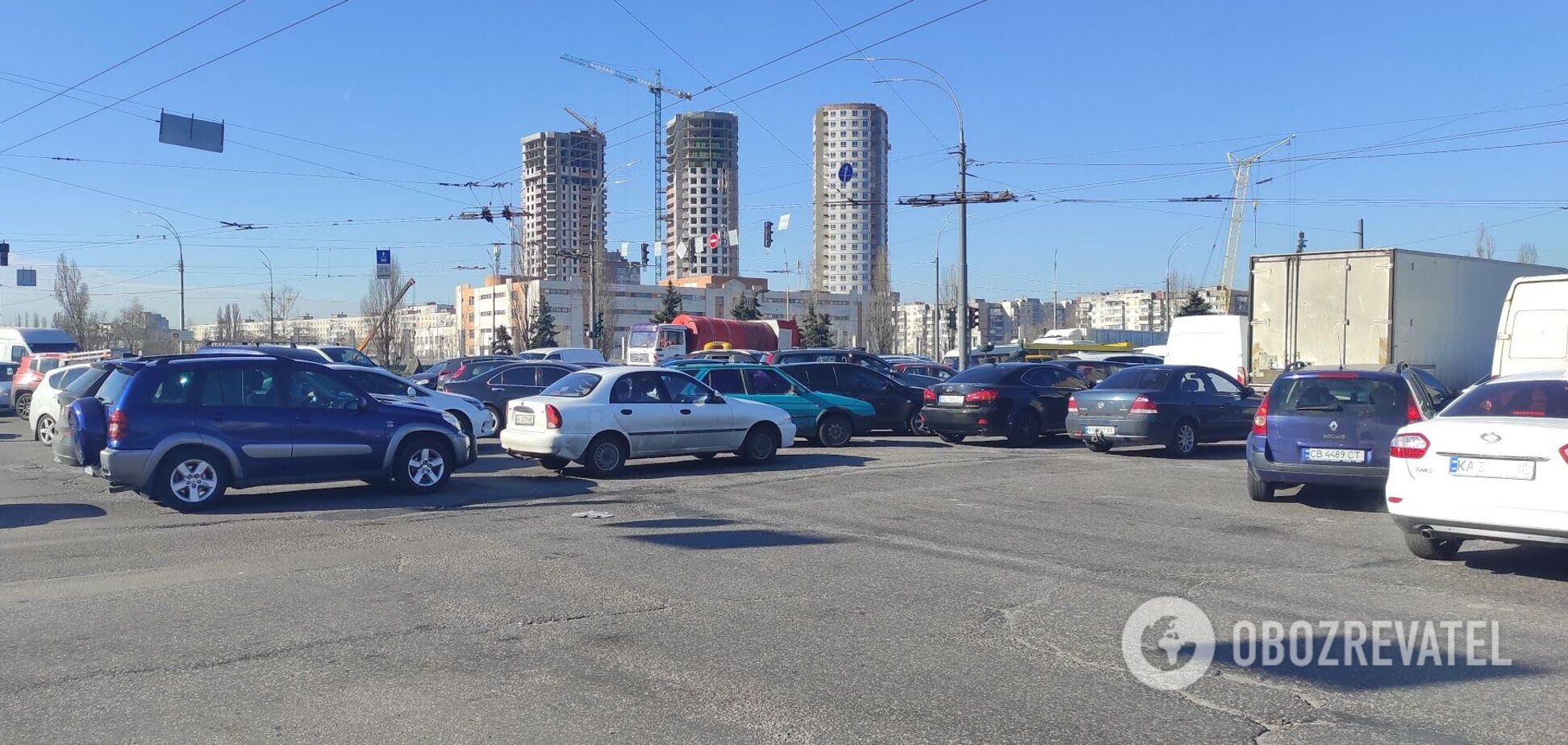 На основних магістралях міста ускладнено рух транспорту
