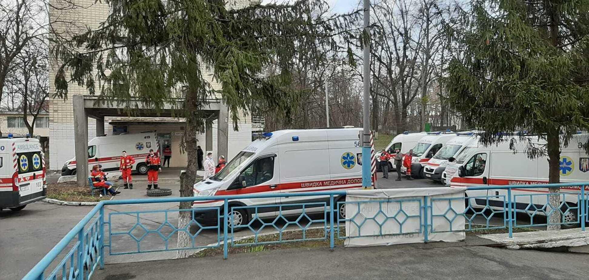 Черга із швидких в київську лікарню
