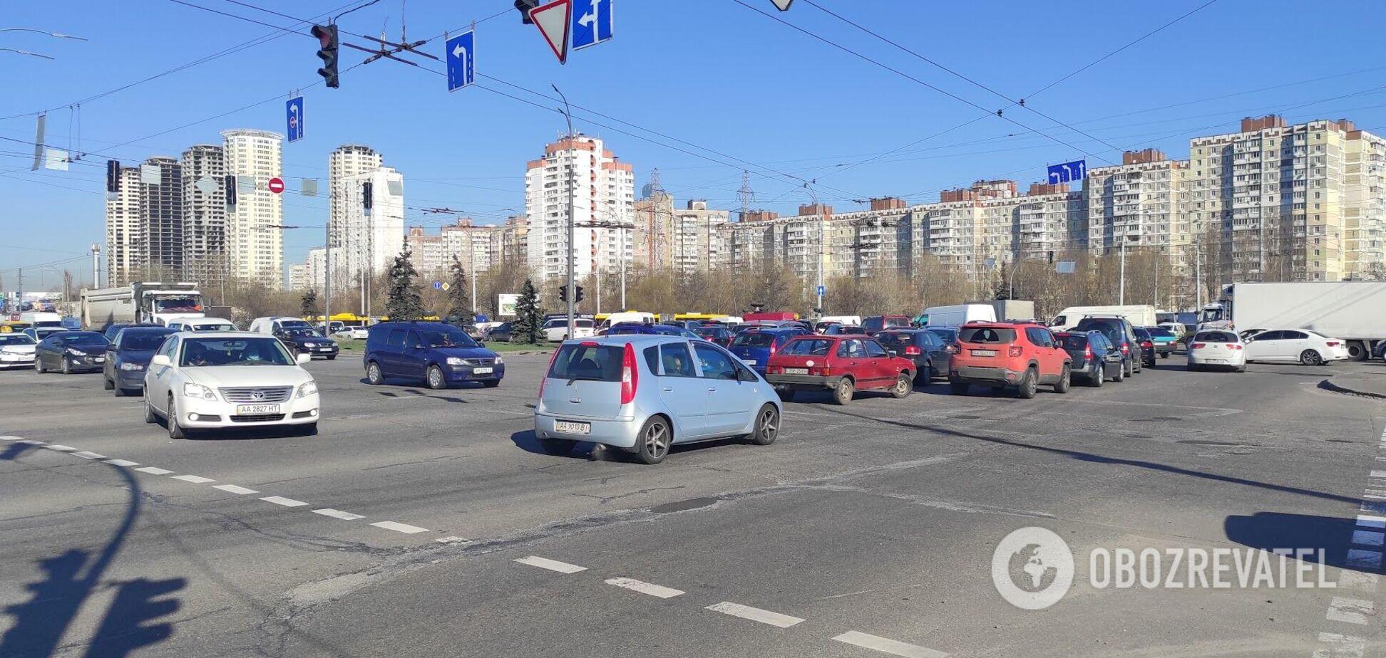 Тягучки є на всіх основних дорогах столиці