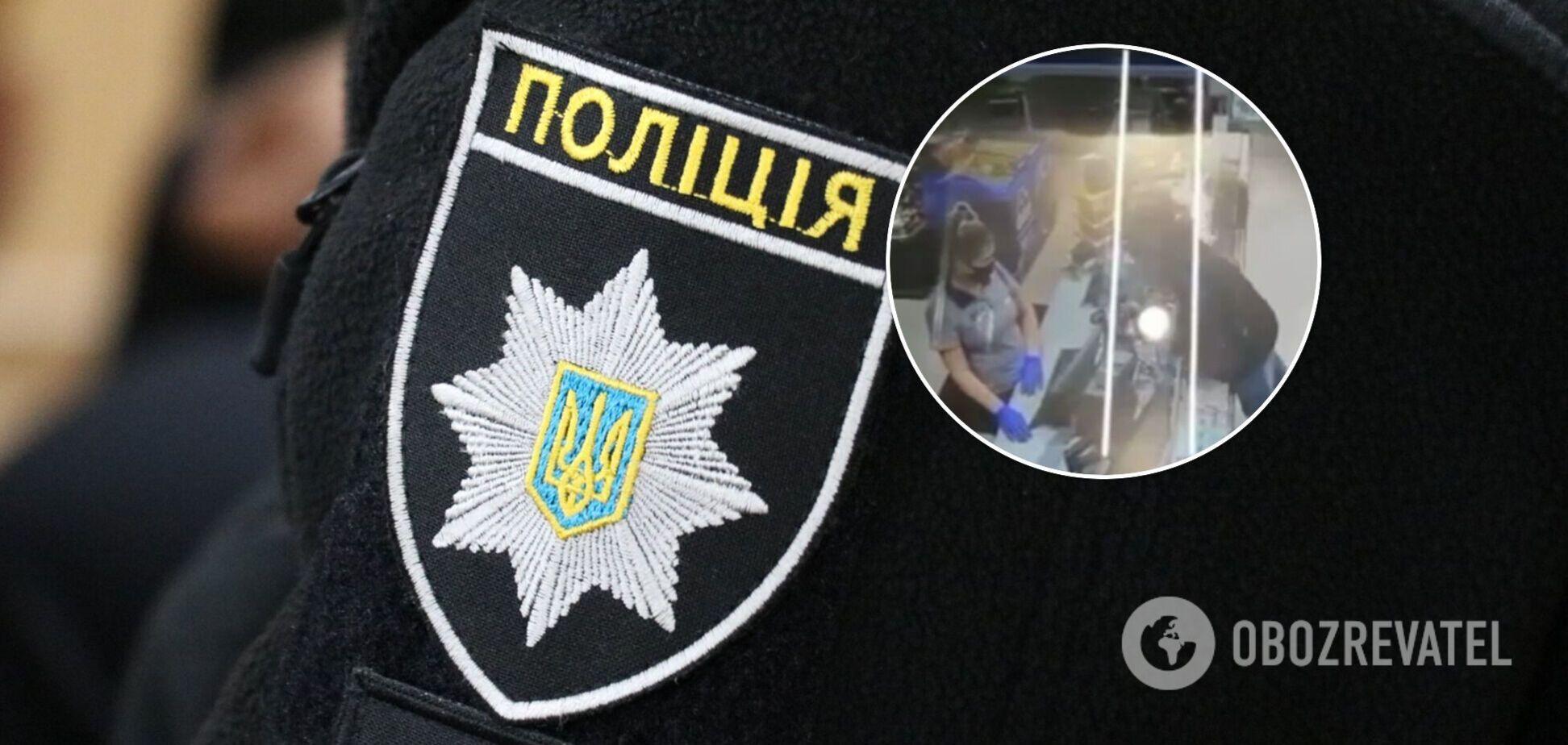 В Киеве хам плюнул в касира