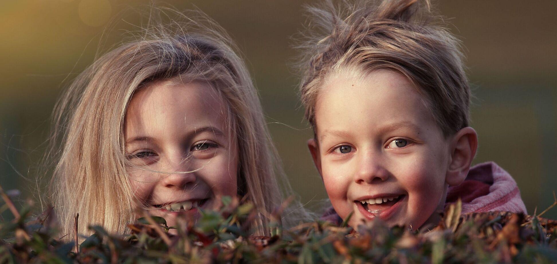 День братьев и сестер ежегодно отмечается 10 апреля