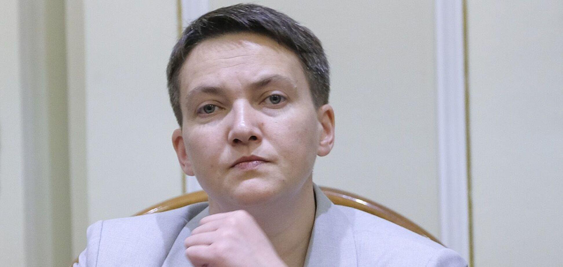 Савченко показала, як доїть корову та підмітає вулицю. Фото
