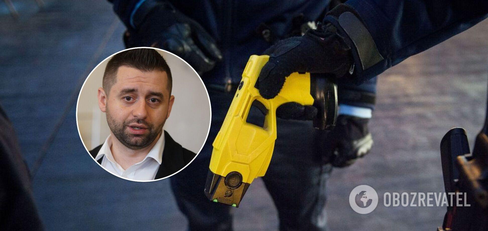 Арахамія пообіцяв, що електрошокери обов'язково дозволять застосовувати поліції