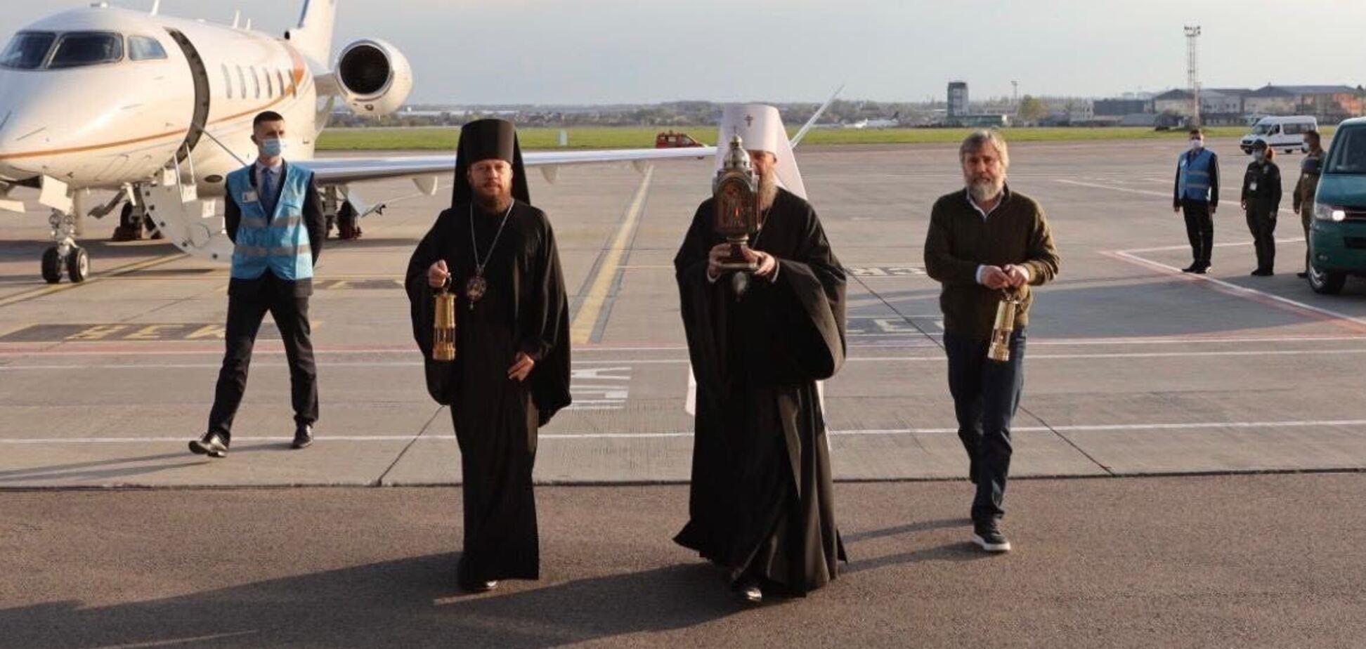 Вадим Новинський у складі делегації УПЦ привіз в Україну Благодатний вогонь