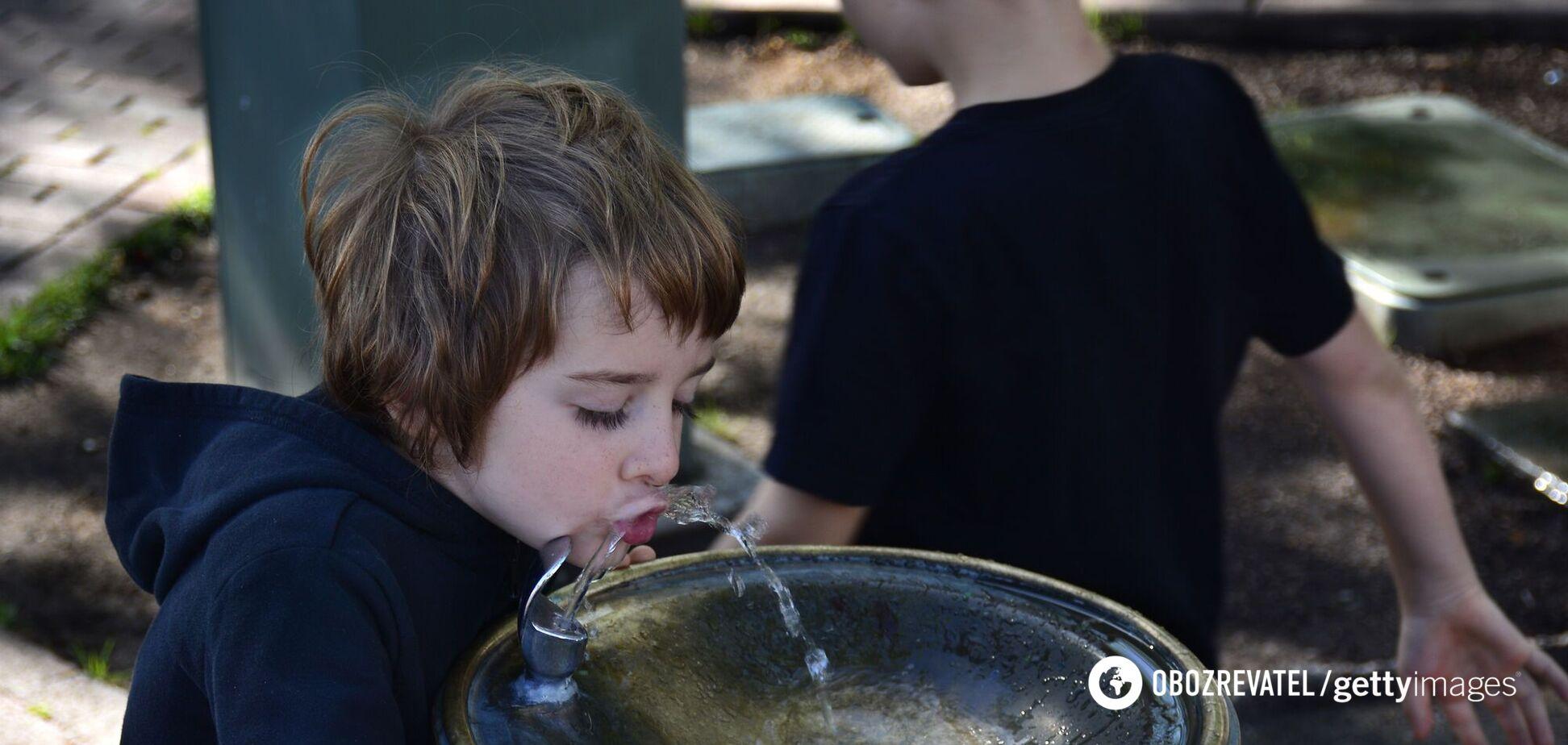 Ізраїльська компанія Watergen навчилася видобувати воду з повітря. Відео