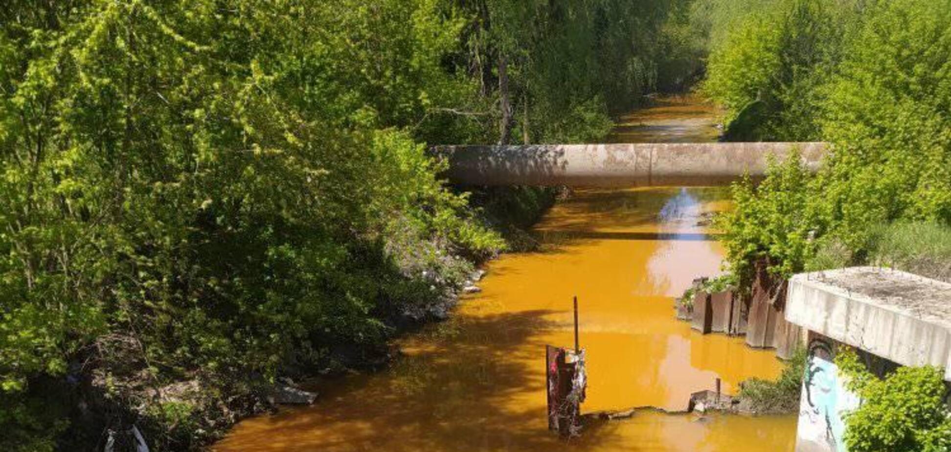 У Києві пожовтіли води річки Либідь