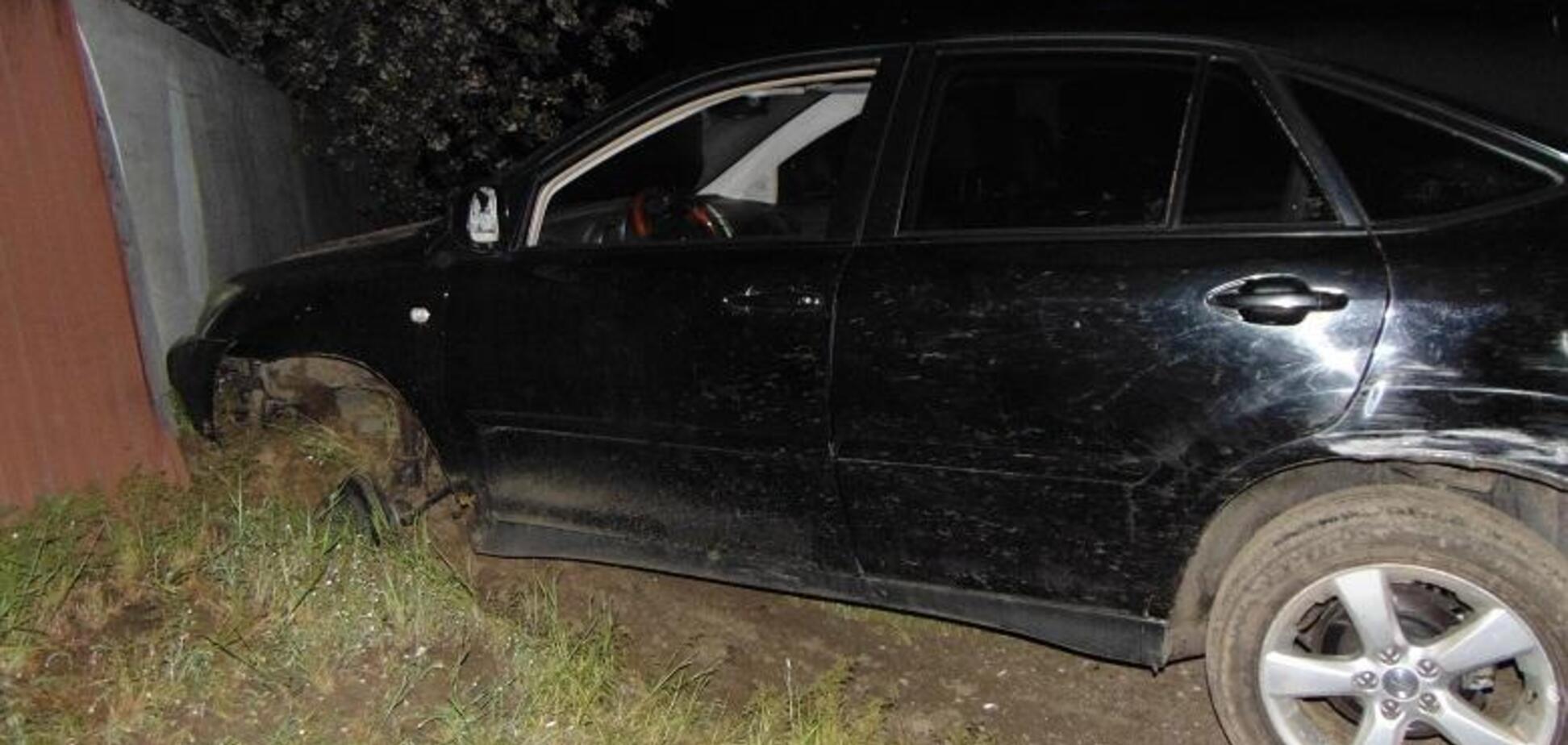 В Киеве работник СТО украл элитный Lexus и разбил его