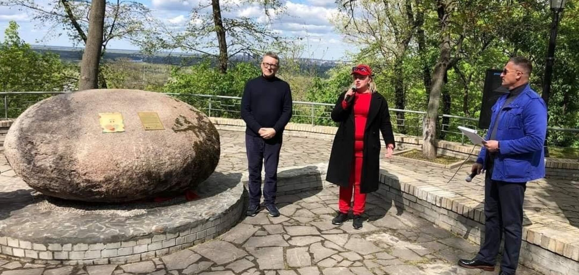 У Києві відрили унікальний пам'ятник матерям