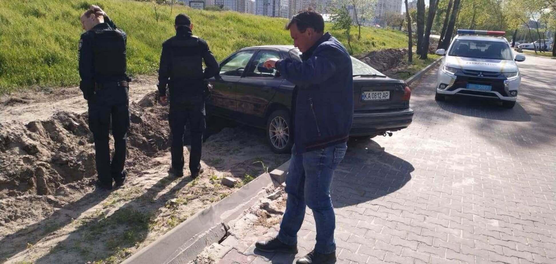У Києві горе-водій зніс кілька бордюрів і втік