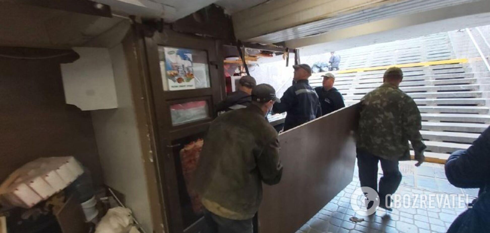 У Києві від МАФів зачистили підземний перехід у центрі міста. Фото