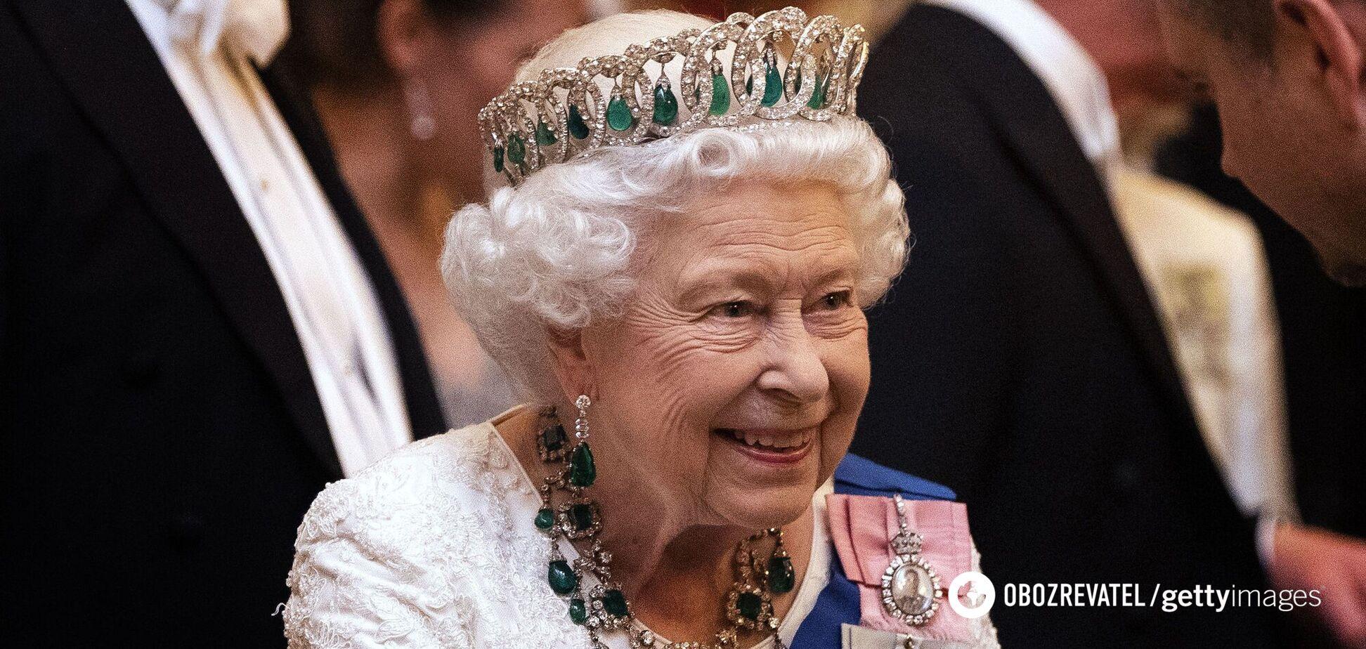 Єлизавета II вперше вийшла у світ після смерті принца Філіпа. Фото