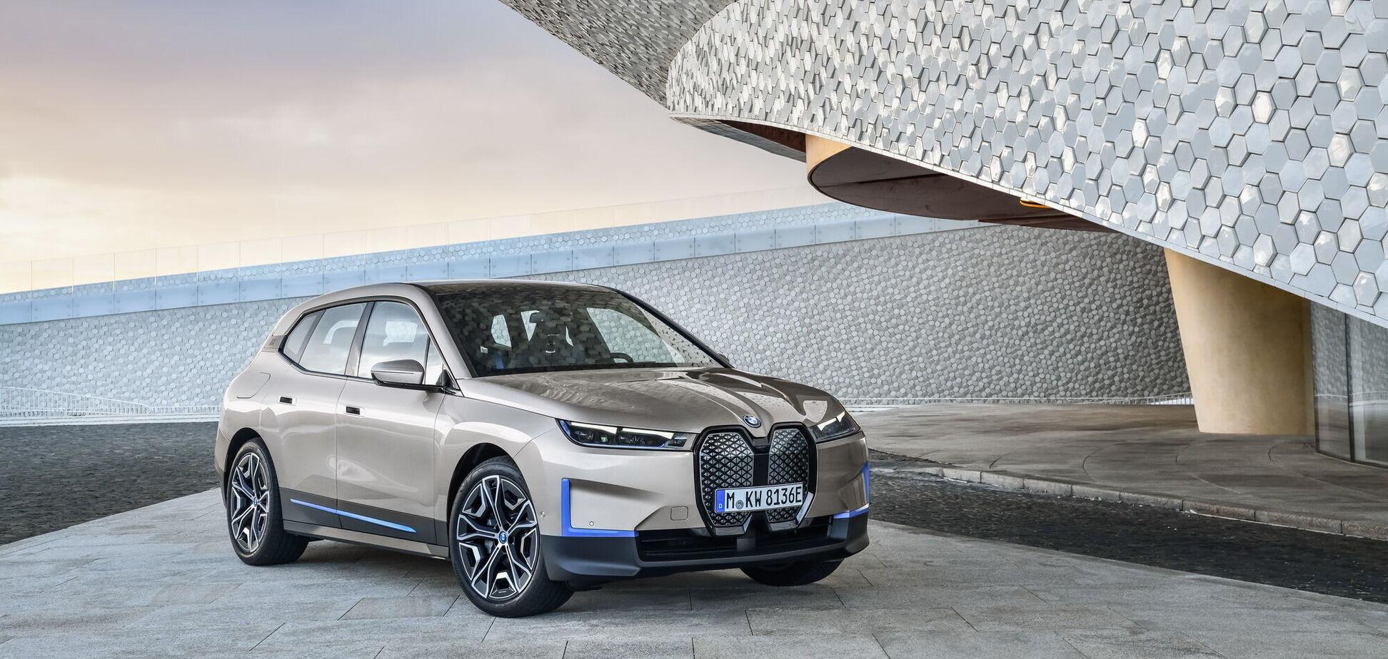 BMW озвучила украинские цены на электрокросс iX