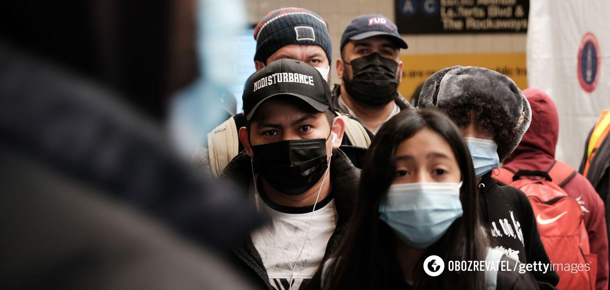 Вакцинованим американцям дозволили не носити маски: Байден назвав це великим днем