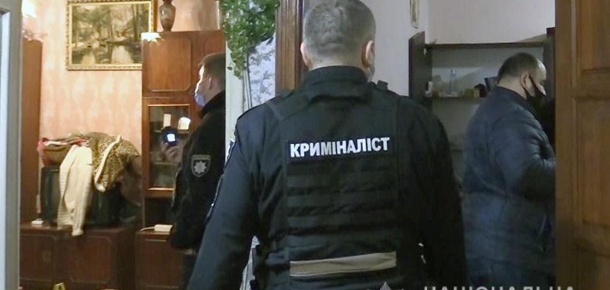 У Києві чоловік убив власну матір, а її речі здав у ломбард. Відео