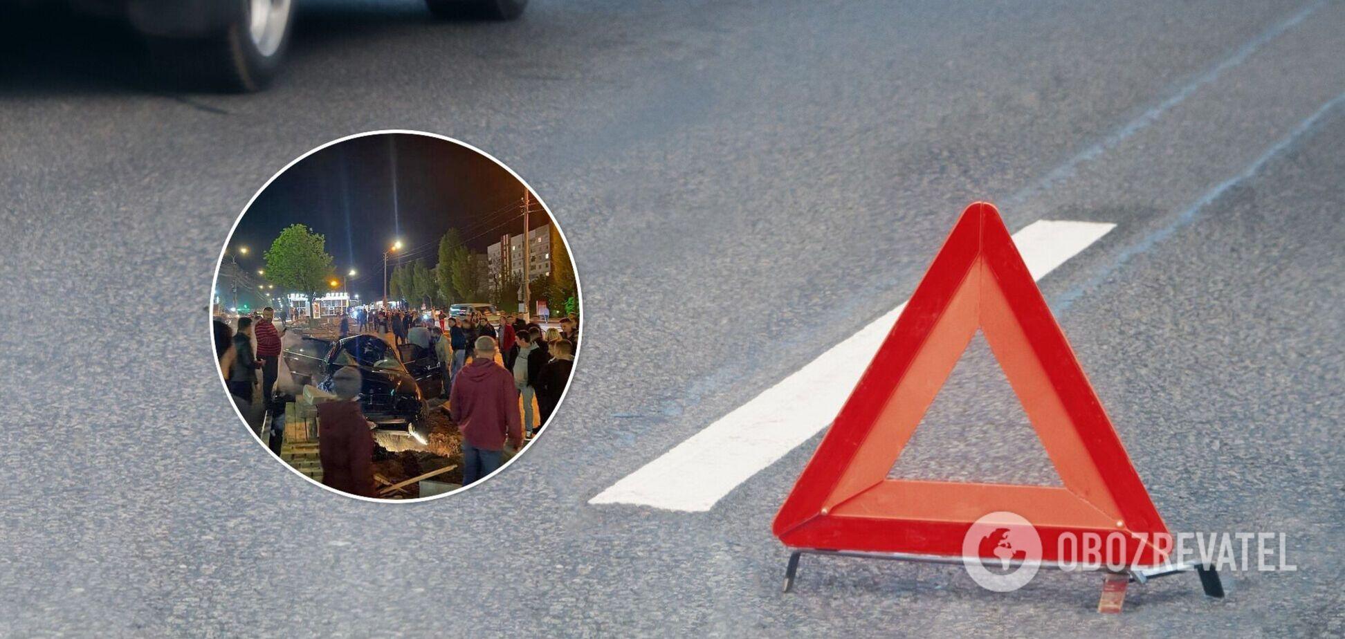 Під Києвом чоловік загинув, перебігаючи дорогу. Фото з місця ДТП