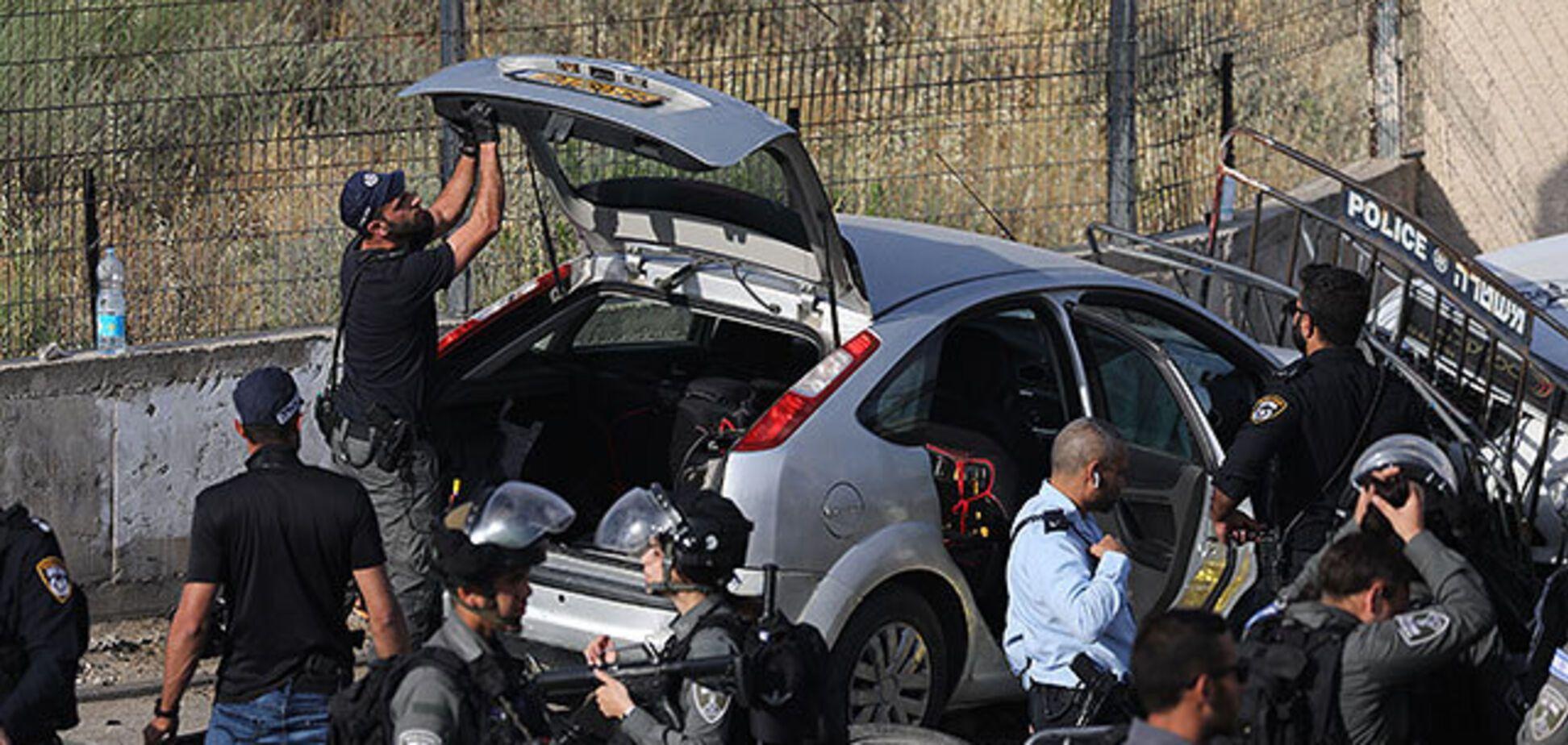 В Єрусалимі автомобіль в'їхав у поліцейських. Відео