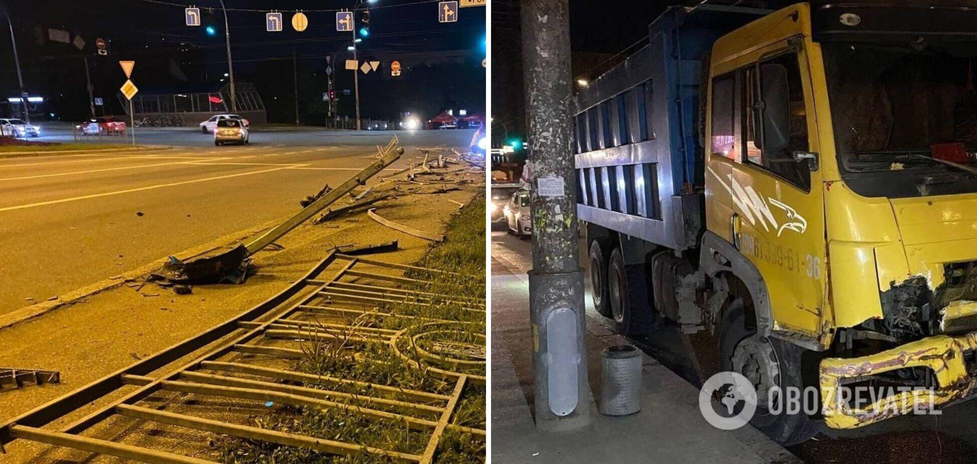 У Києві у вантажівки відмовили гальма і вона знесла паркан