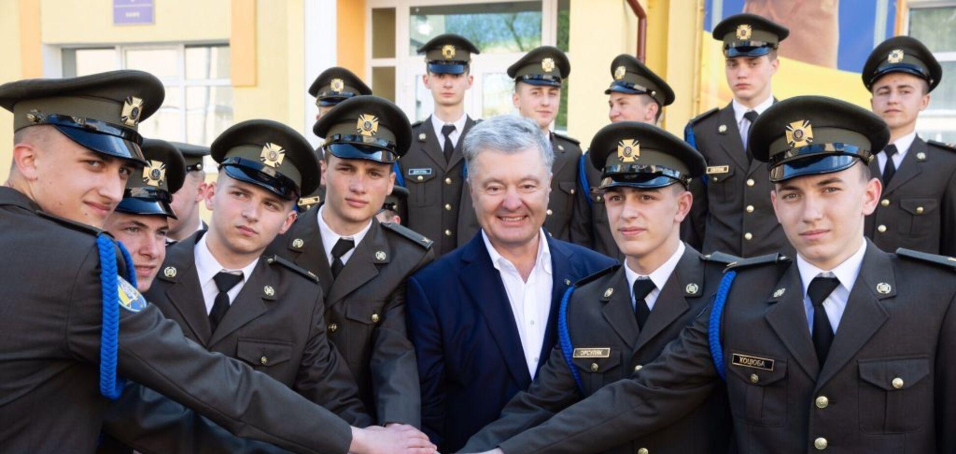 Порошенко – випускникамліцею імені Героїв Крут у Львові: ви забезпечуєте рух України до НАТО та ЄС