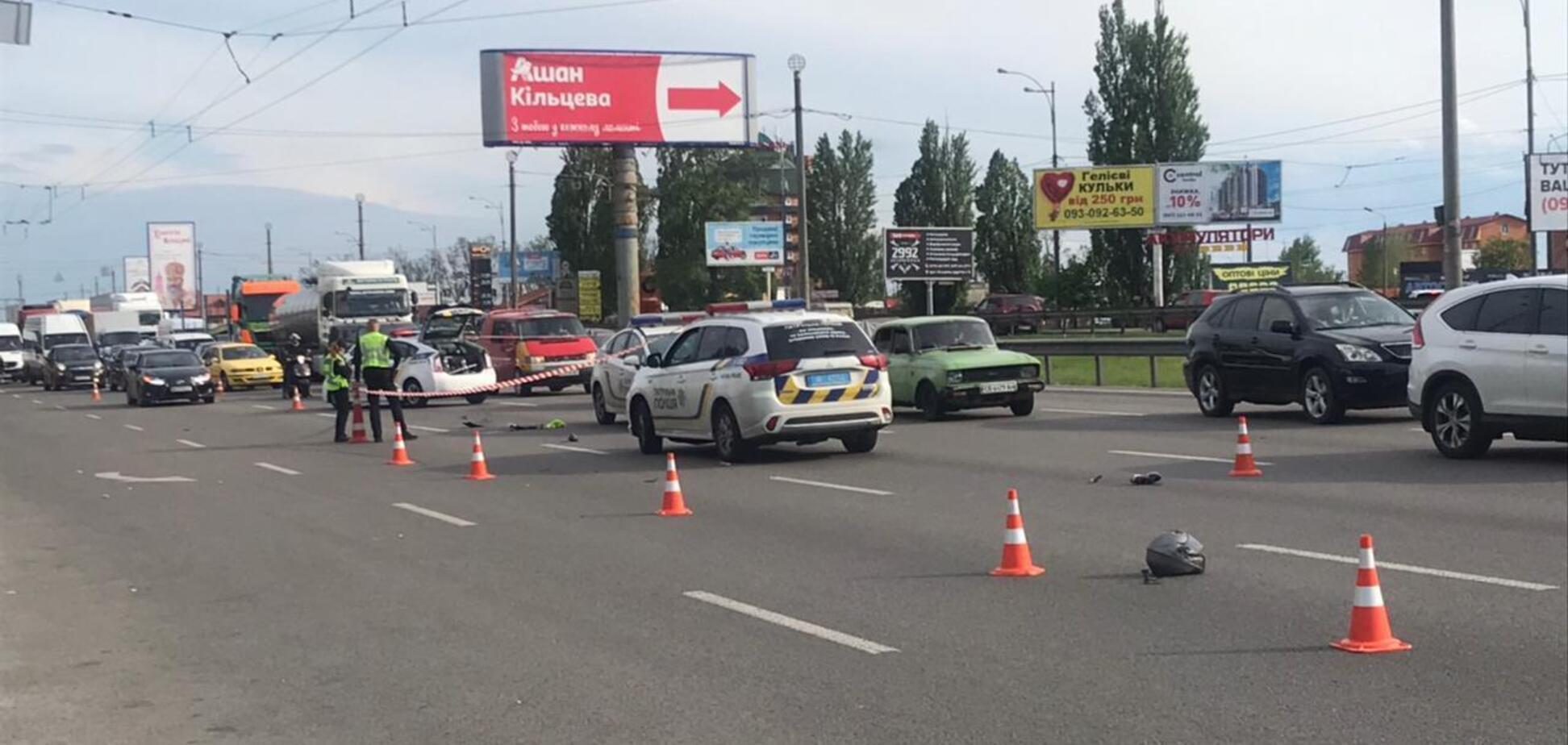У Києві сталася смертельна ДТП на Кільцевій дорозі: загинув водій мопеда