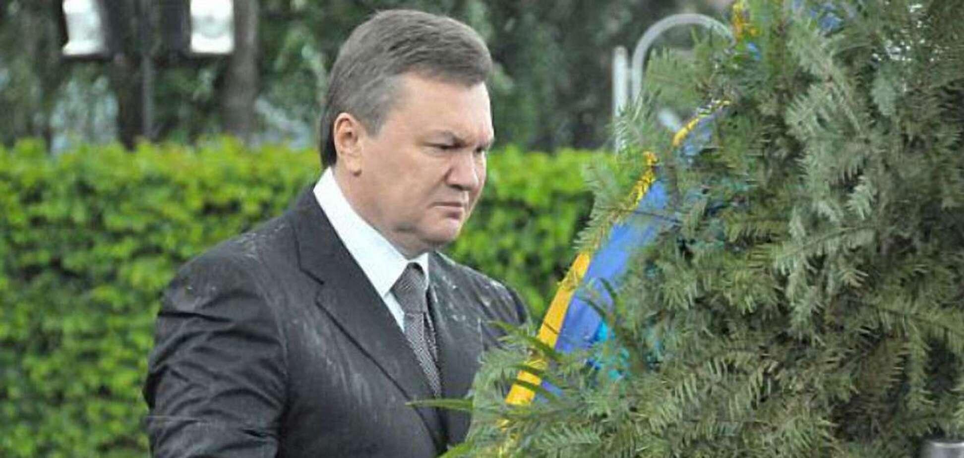 Янукович та вінок: пройшло рівно 11 років з моменту 'нападу'. Епічне відео