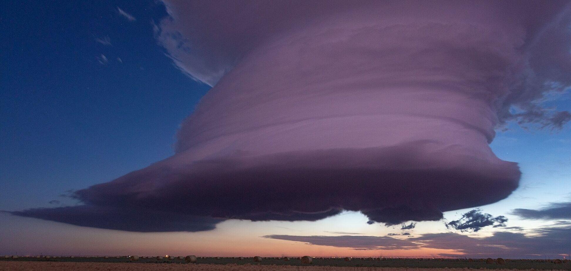 Небо над Техасом прикрасили вітряні вихори. Фото