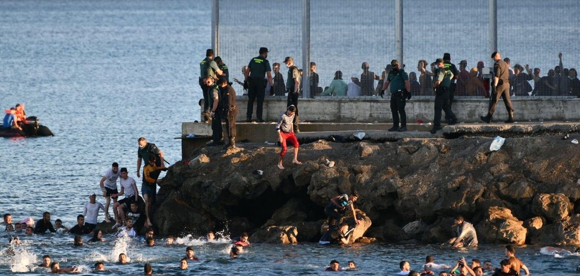 Мігранти проривались до Іспанії: як їх ловили військові