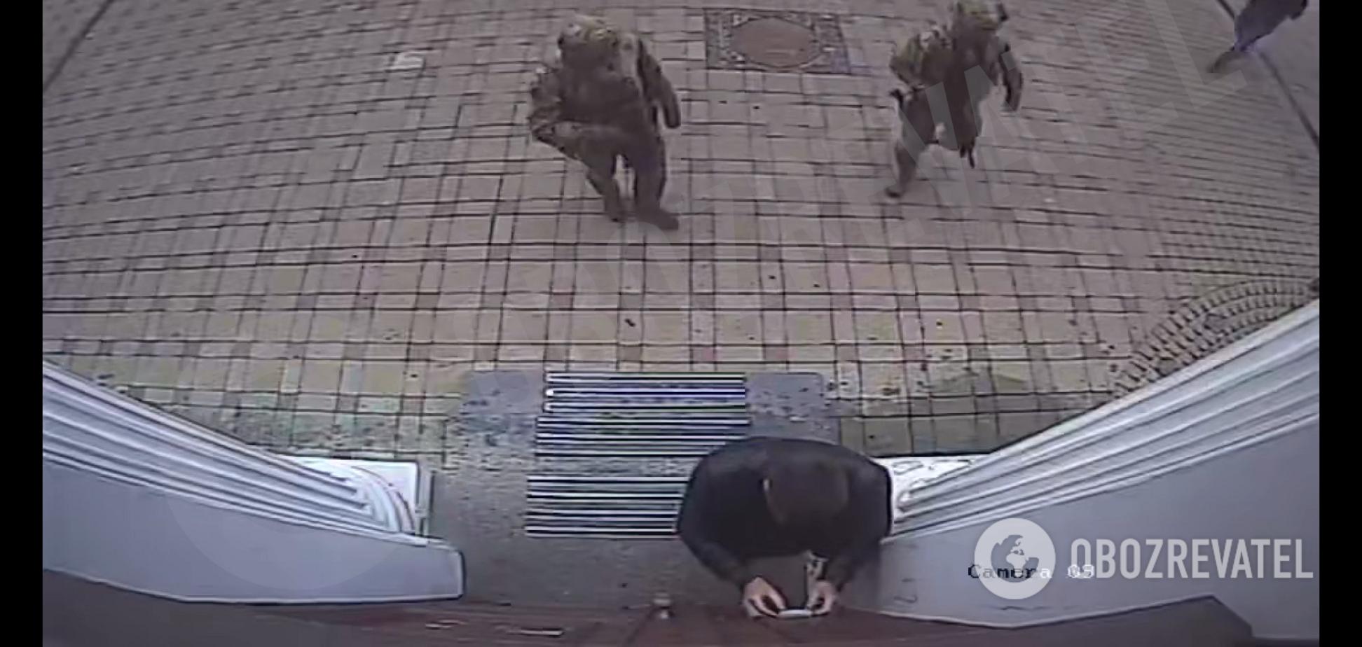 Відео з камер спостереження в будинку Кличка