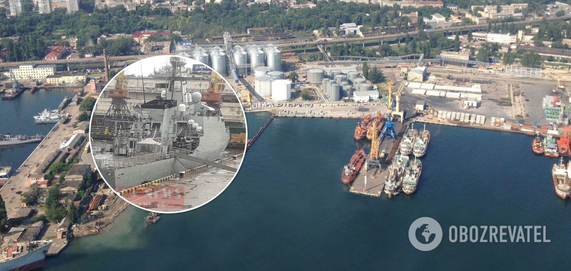 Біля судна чергують військові та поліція