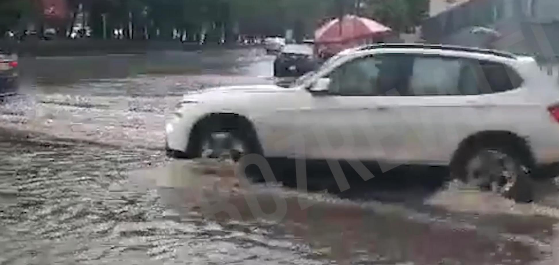 У Києві через зливи затопило Поділ
