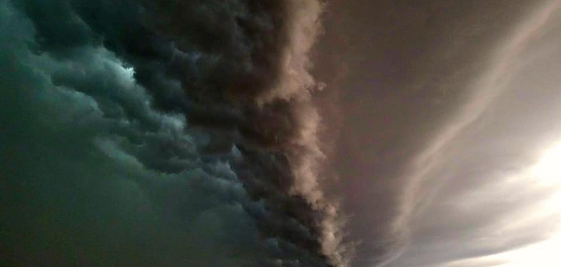Гроза над Техасом знову здивувала мережу небесною красою. Фото
