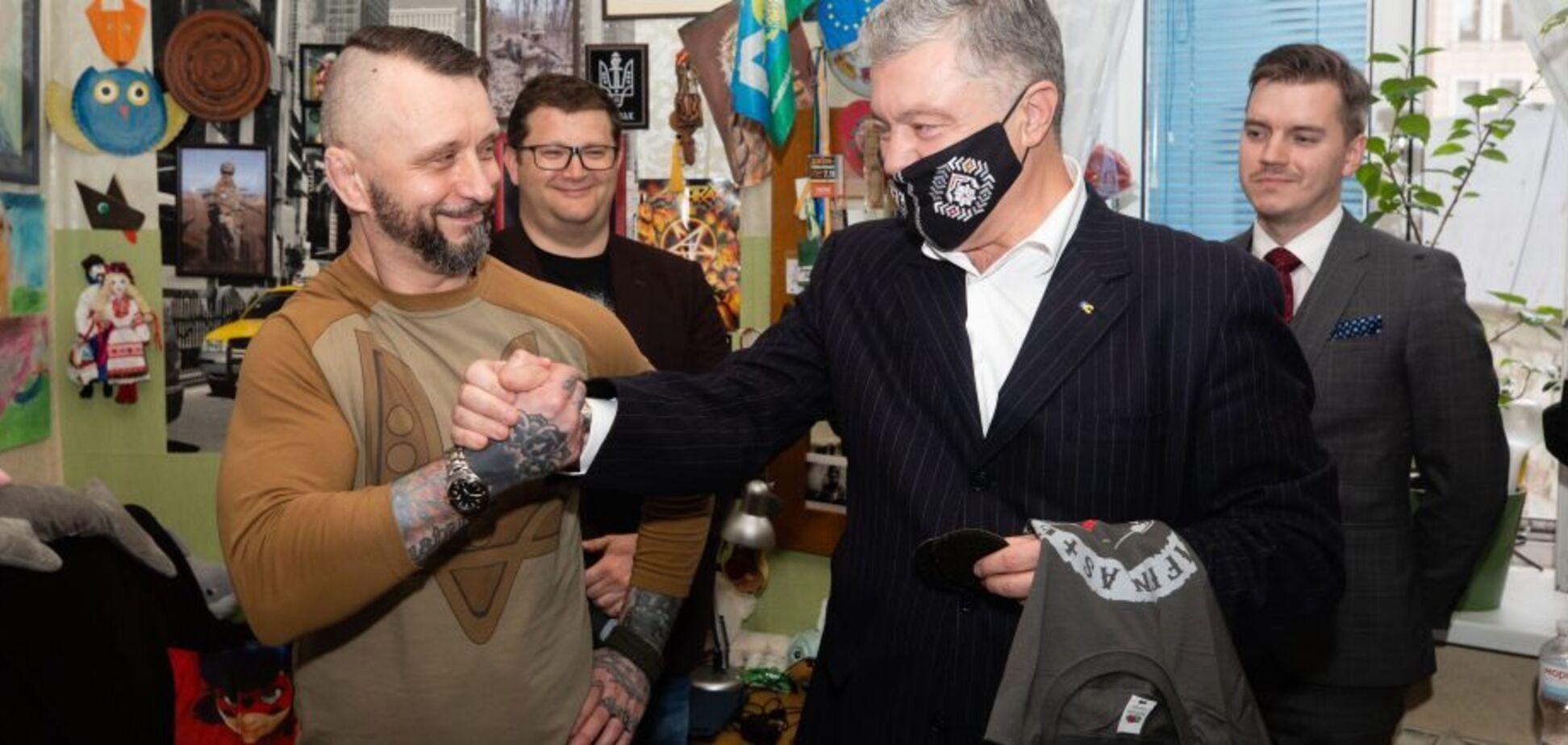 Порошенко зустрівся з Антоненком і пообіцяв, що винні в його арешті відповідатимуть перед законом