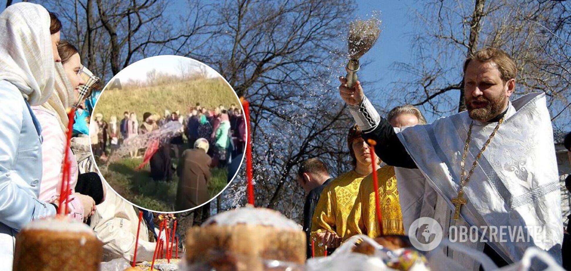 На Харківщині священник забув святу воду й 'окропив' людей із відра. Відео