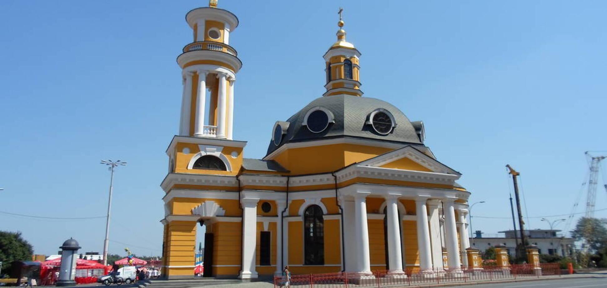 В церкви Рождества Христова в Киеве девушки устроили беспорядки
