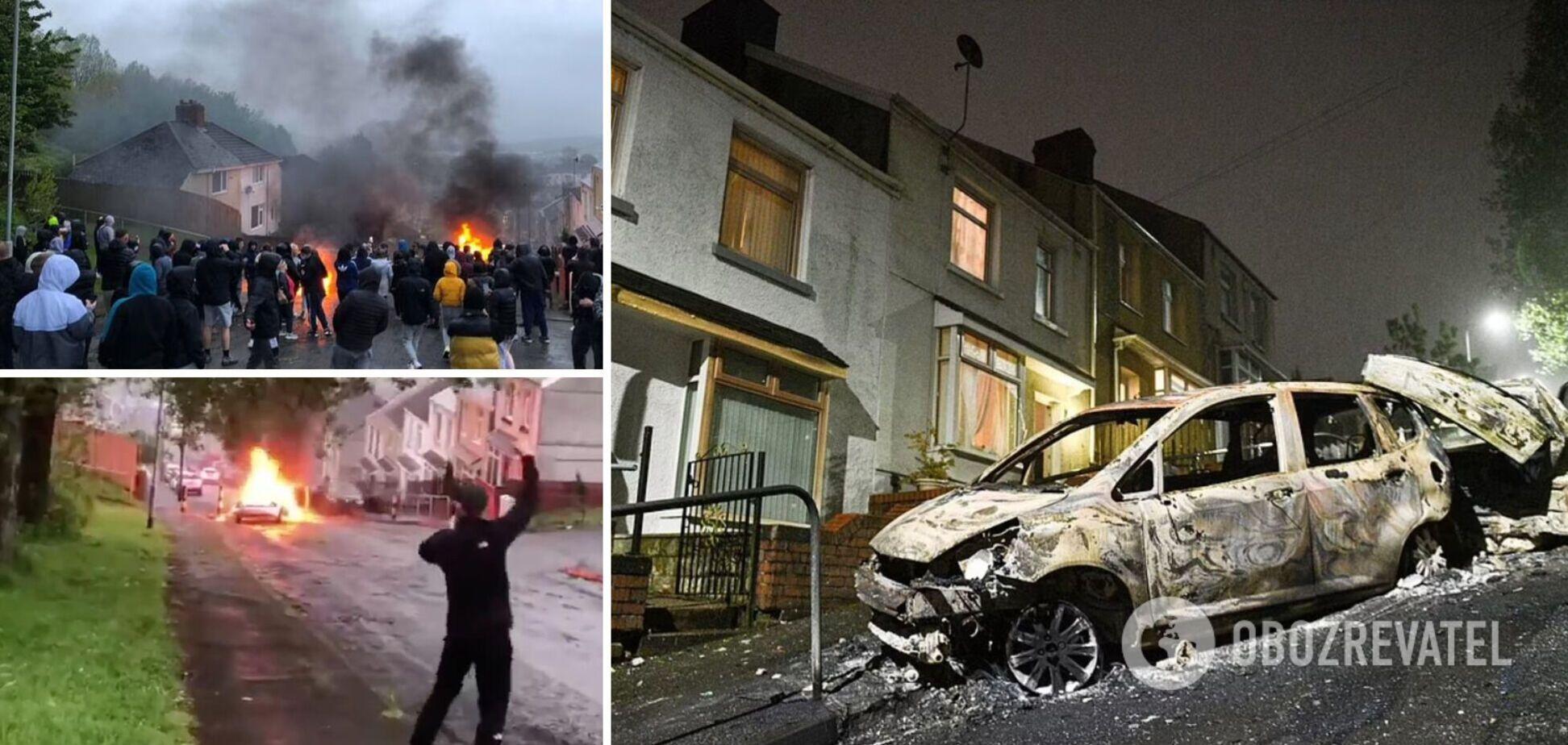 У Вельсі жителі розгромили вулицю і спалили автомобілі після поминок. Фото й відео